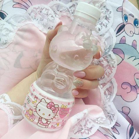 I love Hello Kitty Hello Kitty Nails, Hello Kitty Items, Hello Kitty House, Aesthetic Food, Pink Aesthetic, Aesthetic Images, Mode Kawaii, Kawaii Shop, Japanese Snacks