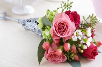 In Victorian times, small bunches of blossoms and fresh herbs were used to send messages, express hard-to-communicate feelings and indulge the senses. Try this tradition in your own home with our bouquet-bundling basics.  Tussie Mussie Bundling Basics  Master the fine art of Tussie Mussie making in three easy steps: