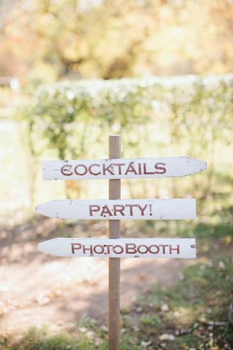 DIY picket fence wedding signage  I am thinking a fence with all of the importan...#diy #fence #importan #picket #signage #thinking #wedding