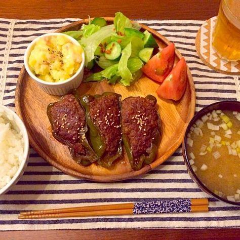 醤油みりん酒砂糖で、じゅわ〜と和風な肉詰め♡ - 27件のもぐもぐ - 甘辛ピーマンの肉詰め ポテトサラダチーズのせ なめこ味噌汁 by hasese