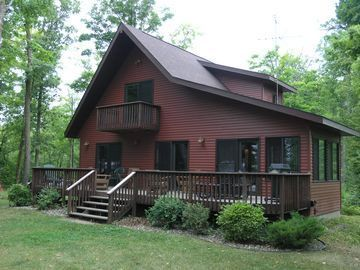 5 Celebrities Awesome Cabin In The Woods Cabin Log Cabin Exterior Cabins In The Woods