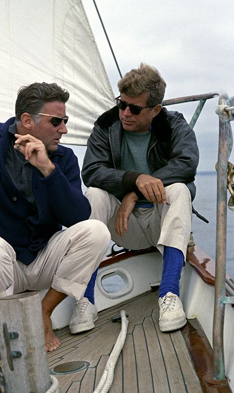 "JFK with brother-in-law, the actor and ""Rat Pack"" member, Peter Lawford who JFK only tolerated for his sisters sake and NEVER attended his parties since JFK did not like to ""party"" John Kennedy, American Presidents, American History, Best Boat Shoes, Style Année 60, Style Blog, Ivy Style, Peter Lawford, John Fitzgerald"