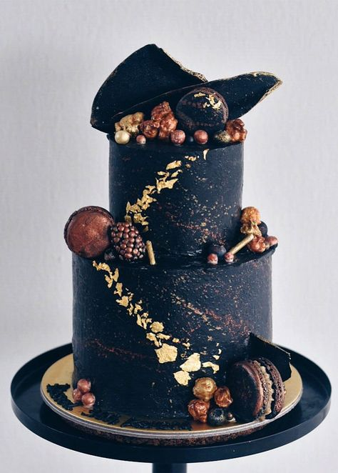 Beautiful Wedding Cake, wedding cake ideas, two tier black wedding cake, pretty wedding cake