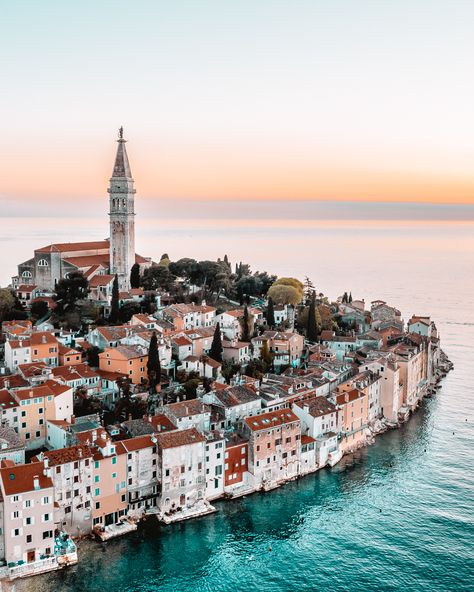 Top 10 things to do in Rovinj, Croatia What are the 10 best things to do in Rovinj, Croatia? How long to stay there and when to go? Which is better – Rovinj or Pula? How expensive is Rovinj? Pula, Beautiful Places To Travel, Most Beautiful Cities, Amazing Places, Beautiful Beautiful, Voyage Europe, Pacific Crest Trail, Destination Voyage, Photos Voyages