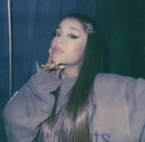 Find images and videos about vintage, ariana grande and Queen on We Heart It - the app to get lost in what you love. Ariana Grande News, Ariana Grande Pictures, Adriana Grande, Ariana Grande Wallpaper, Doja Cat, Dangerous Woman, Ellen Degeneres, Justin Timberlake, Cristiano Ronaldo