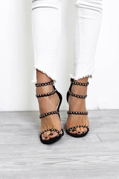 Pointed heels outfit, Black high heels