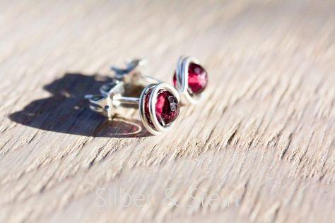 Kleine Edelstein-Ohrstecker mit facettiertem tief-rotem Granat und Silber sorgf/ältige und haltbare Handarbeit von Silber/&Stein
