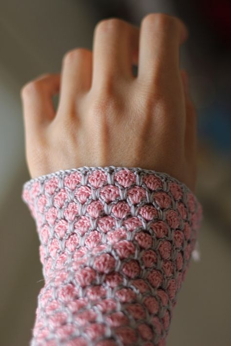 Crochet Mittens, Japanese tutorial with Chart.