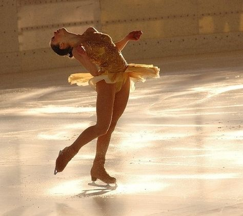 Find images and videos about fashion, pretty and ice on We Heart It - the app to get lost in what you love. Katharina Witt, Ice Girls, Ice Skaters, Modeling Tips, Poses References, Figure Skating Dresses, Ice Princess, Zumba, Aesthetic Pictures