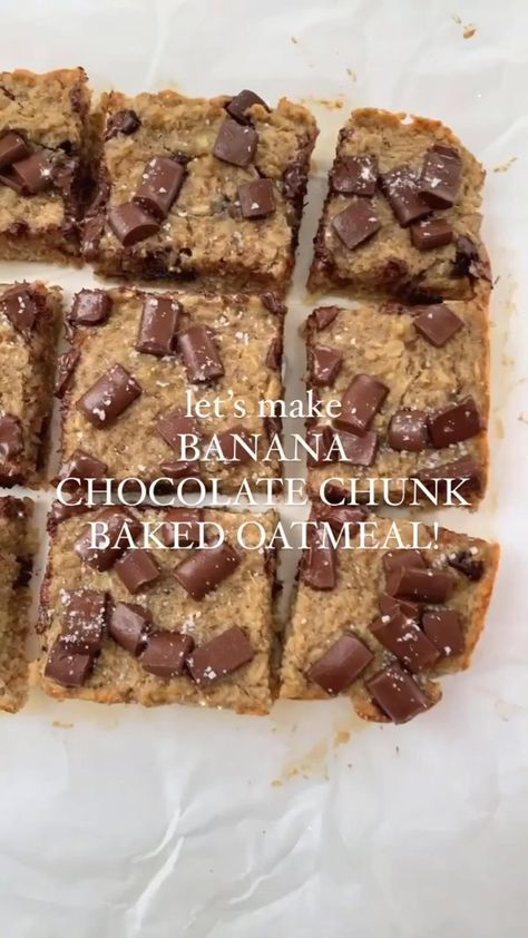 I love having this Banana Chocolate Chunk Baked Oatmeal around for quick breakfasts + snacks + sweet tooth fixes (while still being low sugar!)