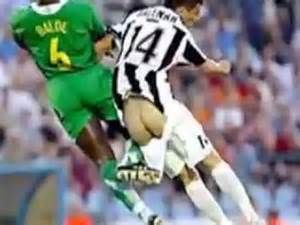 Funny pictures sport soccer - In the field of football anything can happen, but what happens on a football funny picture is very unusual.