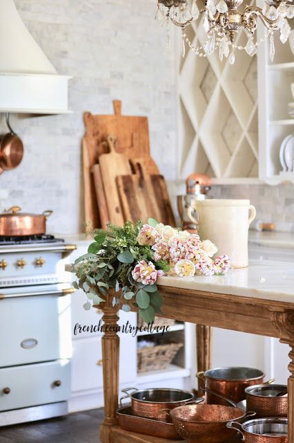 20 Minute Decorating Simple Beautiful Floral Arrangement French Country Cottage In 2020 Country Cottage Decor French Country Decorating Shabby Chic Decor Diy