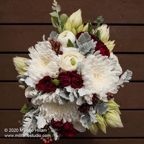 Let your beautiful wedding bouquet live on forever. Dry it and embed the flowers in resin.
