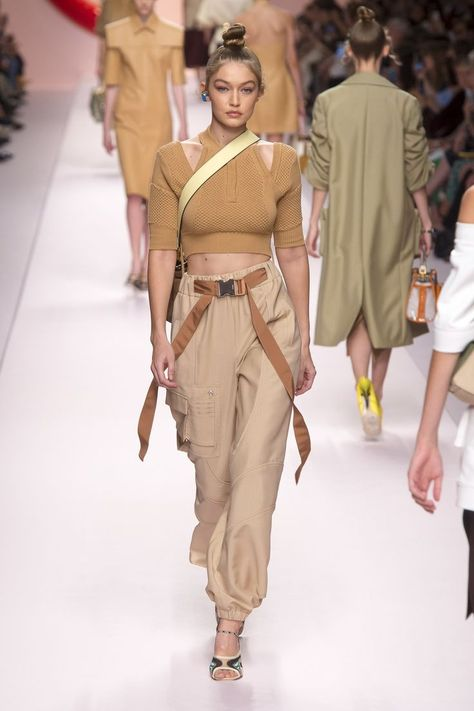 Fendi Spring Summer 2019 Ready To Wear-ready Woman Vogue Runway Beige Trend - Read the Spring Summer 2019 Trends Fashion Week Coverage on Houseofcomil.com