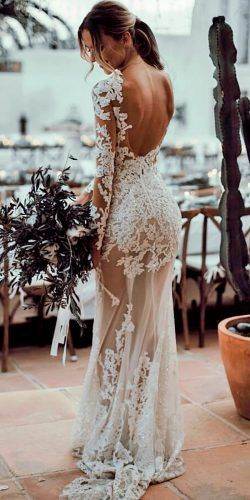 36 Lace Wedding Dresses That You Will Absolutely Love 36 abiti da sposa in pizzo che adorerai assolutamente Open Back Wedding Dress, Lace Wedding Dress With Sleeves, Modest Wedding Dresses, Perfect Wedding Dress, Boho Wedding Dress, Wedding Dress Styles, Designer Wedding Dresses, Champagne Lace Wedding Dress, Maxi Dresses