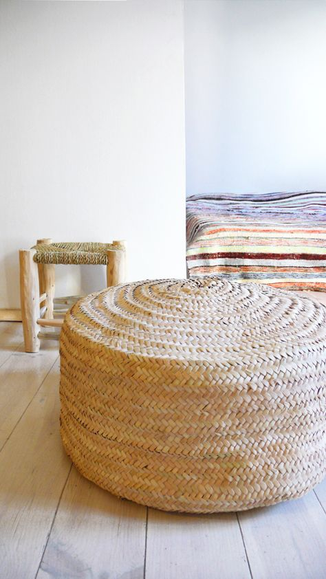 Braided Palm Leaves Pouf , made by artisans in Morocco..: Color: naturel.: Material: Palm Leaves.: Size: Ø 60cm x 30cm hight /// Ø 24in x 12in hight  ( /-).: Handmade in MoroccoThese poufs are sent without filling for comfort. Unstuffed pouffes are smaller, lighter. If you would prefer your pouf pre-stuffed, please convo me. Shipping weight of pre-stuffed poufs will determine the actual shipping costs./. Please allow 3 days before it is ready to s...