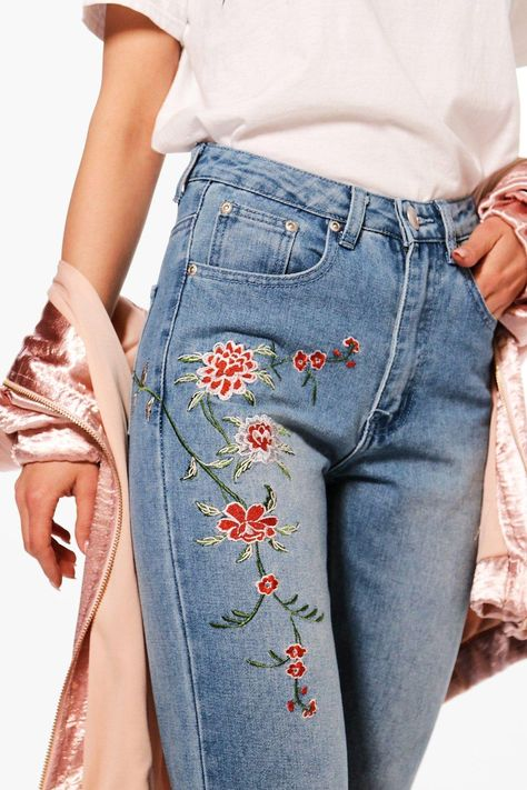 Serving up the same statement styles in scaled down sizes, boohoo Petite is your port of call for perfectly proportioned pieces designed to fit women of and under.