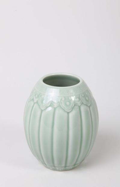 VASE polylobé CHINE, DYNASTIE QING, XIXEME SIECLE En porcelaine céladon,5000/7000€