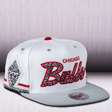 d8e36e18f7b Mitchell   Ness NBA Chicago Bulls Katrina 3 Snapback Cap