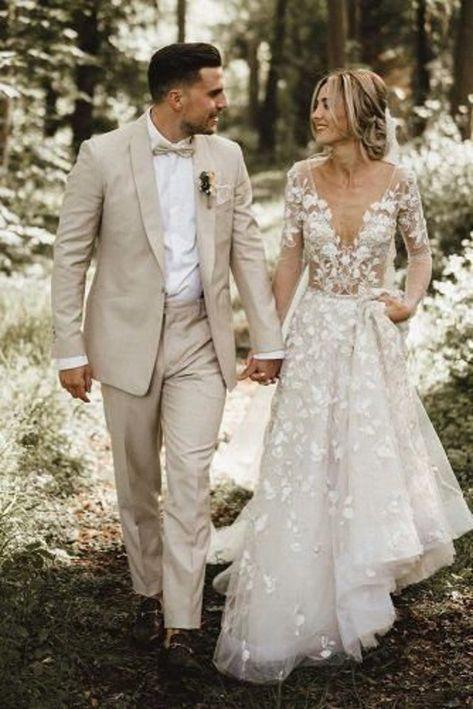 Linen Wedding Suit, Wedding Linens, Tan Tuxedo Wedding, Best Wedding Suits For Groom, Wedding Groom Attire, Beach Wedding Attire For Men, Vintage Groomsmen Attire, Summer Wedding Men, Country Groom Attire
