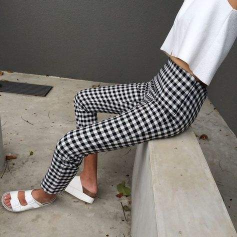 High Waisted Trousers - Chic Outfit Ideas That Prove Checkered Print Is The Trend We Need Immediately - Photos