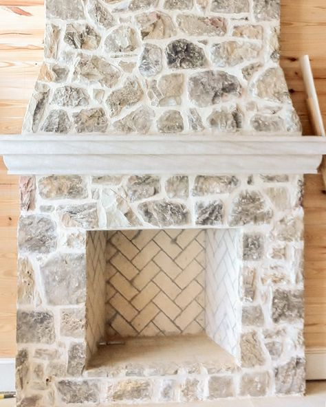 Regular Moss Rock (Fieldstone) Blend with Ivory Buff Mortar -Medium Regular Moss Rock (Fieldstone) Blend with Ivory Buff Mortar - How To Whitewash A Stone Fireplace Cottage Fireplace, Farmhouse Fireplace, Home Fireplace, Fireplace Remodel, Fireplace Design, Fireplace Outdoor, Custom Fireplace, Painted Stone Fireplace, Stone Fireplace Makeover