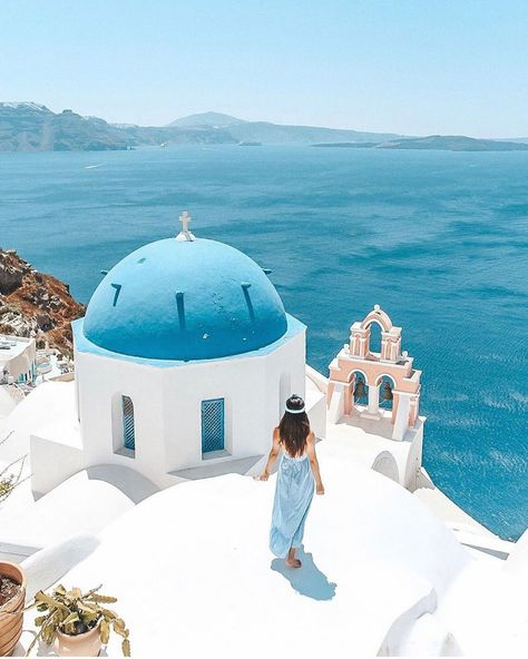 The #amazing #island #of #Santorini!!! #- #tag #someone #you #want #to #take #here!!! #- #- #One #of #Greeces #most #iconic #attractions #- #- #- #Like #and #for #more #great #travel #pics!!! #- #- #- #- #Photo #by #fashionpassports #- #- #- #santorini #greece #europe #travel #nature #island #beach #ocean #blue #traveller #travelphotography #wanderlust #lovetotravel #summer #holiday #vacation #views #goals #architecture #luxury #car #food #breakfast #dinner #travelgram #instapic #beautiful #happ