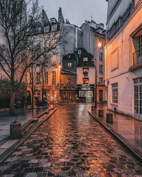 The Best Vacation Destinations In France – Travel In France City Aesthetic, Autumn Aesthetic, Travel Aesthetic, Aesthetic Backgrounds, Aesthetic Wallpapers, Nature Photography, Travel Photography, Street Photography, Landscape Photography