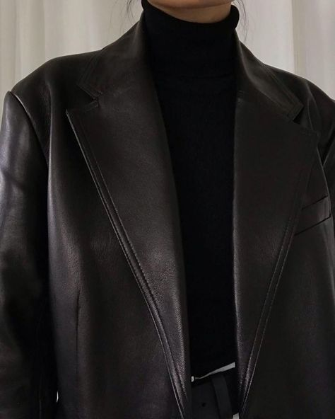 Back in stock - The Leather Blazer, worn here by designed with a straight and slightly oversized fit, cut from premium soft and pliable leather that has undergone a chrome-free tanning process. Explore ARKET's other new arrivals: link in bio. Fashion Mode, Look Fashion, Winter Fashion, Womens Fashion, High Fashion, Modest Fashion, Fashion Fashion, Korean Fashion, Looks Chic
