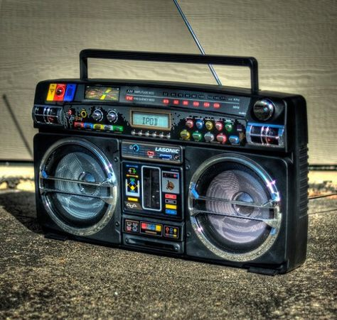 BOOMBOX GHETTO BLASTER STEREO MUSIC RADIO DJ BOOM BOX DISC JOCKEY BELT BUCKLE