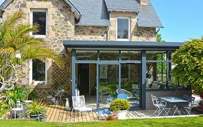 Creer Une Cuisine Dans La Veranda Ou L Extension Maison Verandaline En 2020 Veranda Moderne Veranda Classique Agrandissement Maison
