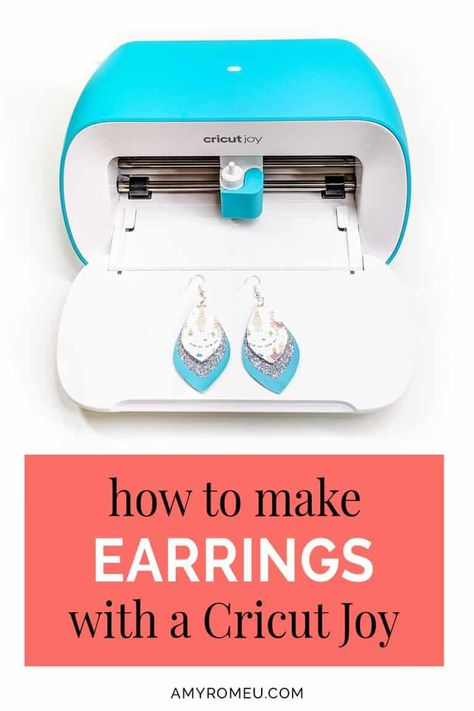 How to Make Earrings with a Cricut Joy. Step by step tutorial and SVG cut file available at amyromeu.com Cricut Craft Room, Cricut Vinyl, Cricut Fonts, Cricut Air, Resin Tutorial, Earring Tutorial, Cricut Tutorials, Cricut Ideas, Leather Earrings