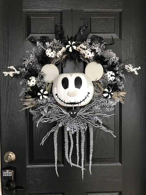 Your place to buy and sell all things handmade Disney Halloween Decorations, Nightmare Before Christmas Decorations, Mickey Mouse Halloween, Halloween Kostüm, Holidays Halloween, Mickey Mouse Wreath, Disney Diy, Disney Crafts, Disney Wreath
