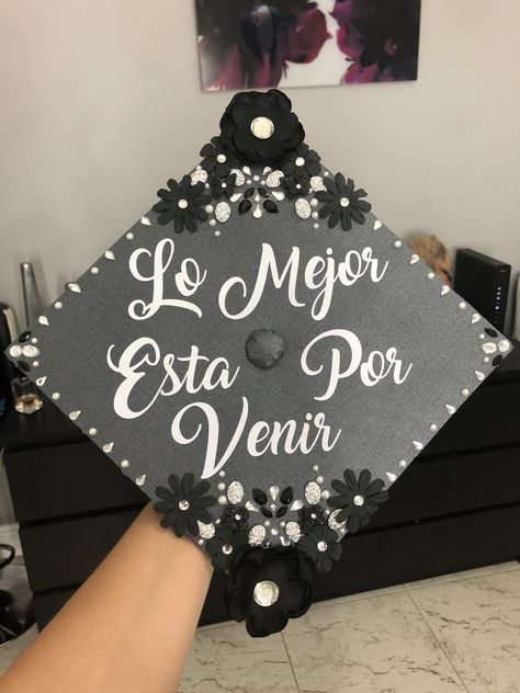 The Best Is Yet To Come Spanish Quote Graduation Cap Black White And S Graduation Decorations High School Graduation Cap Decoration Graduation Cap Decoration