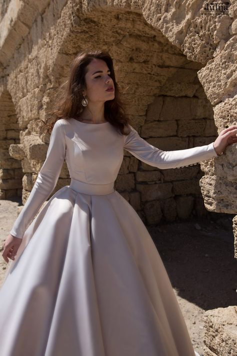 Wedding dress Collection 2019 by Julija Bridal Fashion Haute Couture. Wholesale wedding dresses, bridal gowns.