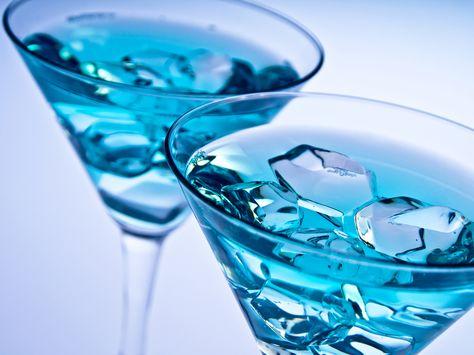 Un trago azul a base de vodka, esta receta de bebida es muy rica. Me gusta mucho prepararla porque el color que obtiene es muy llamativo. Te invito a prepararla y a disfrutar de su sabor.