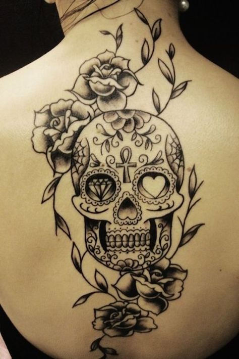 Back piece sugar skull tattoo - Here's a simple back piece in black and grey ink tattoo. Not bad. #TattooModels #tattoo
