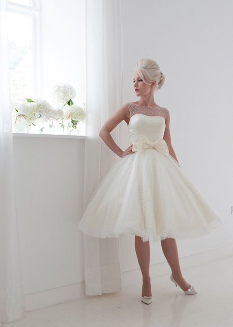 4e3df634338 Vintage 2015 Short Wedding Dresses Tea Length A Line High Neck Tulle With  Lace Appliques Bow Taffeta Wedding Bridal Gowns DD61-in Wedding Dresses  from ...