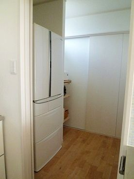 隠せる冷蔵庫とパントリー わたし時間 インテリア 収納 キッチンパントリーのデザイン 対面キッチン 収納