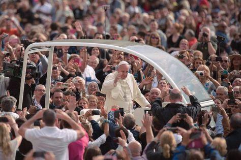 (ZENIT – Ciudad del Vaticano).- El papa Francisco realizó la audiencia en la…