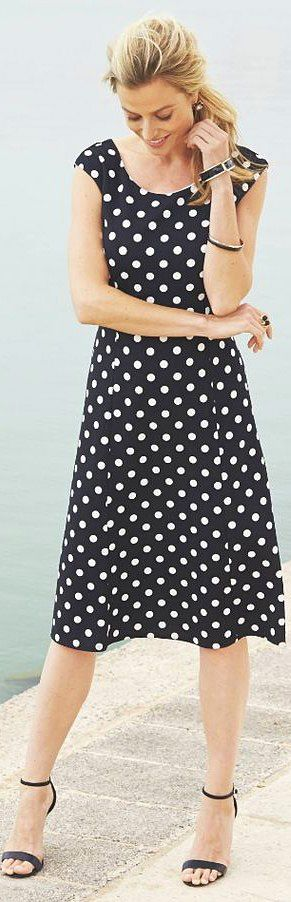 plus size travel dress in polka dots - http://www.boomerinas.com/2012/09/30/knit-jersey-dresses-travel-wear-for-women-over-40-or-50/