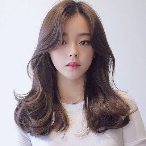 These Are The Hottest Korean Bangs In 2019 Top Beauty Lifestyles Koreanhairstyle Koreanwomen Koreanfash Korean Long Hair Long Hair Styles Korean Wavy Hair