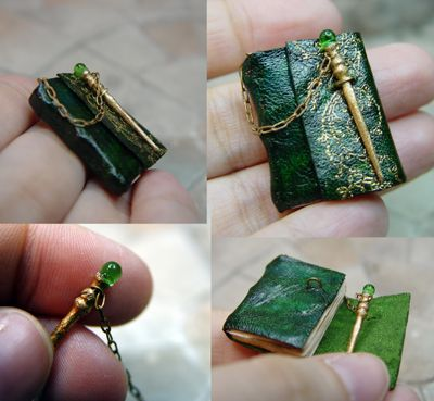 Handmade to Fantasy Dollhouse Miniatures. Including Leather Bound Books Wands Hourglasses Potions Celestial Instruments and other miniatures for your witch and wizard. Handmade Journals, Handmade Books, Handmade Notebook, Objet Harry Potter, Leather Bound Books, Mini Craft, Miniature Crafts, Miniature Dolls, Book Binding