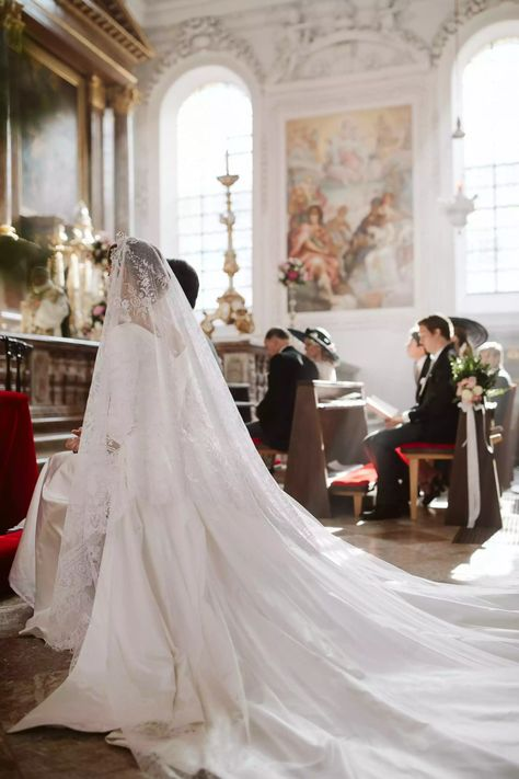 Duchess Sophie Württemberg of Germany tied the knot in the fall, and her nuptials seemingly featured inspiration from previous royal weddings Royal Wedding Guests Outfits, Royal Wedding 2011, Royal Wedding Themes, Royal Wedding Gowns, Royal Weddings, Wedding Suits, Catholic Wedding Dresses, Blue Weddings, Spring Weddings