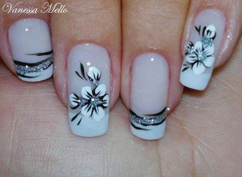 While flower nails with French manicure