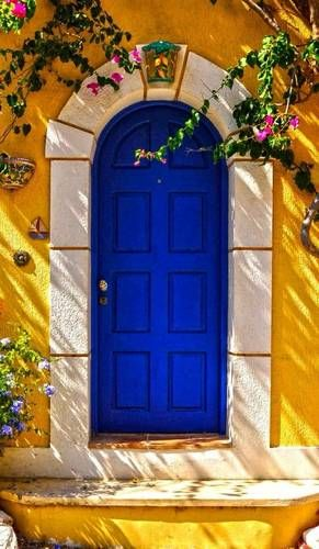 Front Door Paint Colors - Want a quick makeover? Paint your front door a different color. Here a pretty front door color ideas to improve your home's curb appeal and add more style! The Doors, Cool Doors, Unique Doors, Windows And Doors, Front Doors, Door Knockers, Door Knobs, Door Gate, Closed Doors