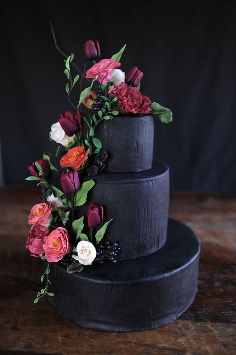 LOVE this Black Wedding Cake