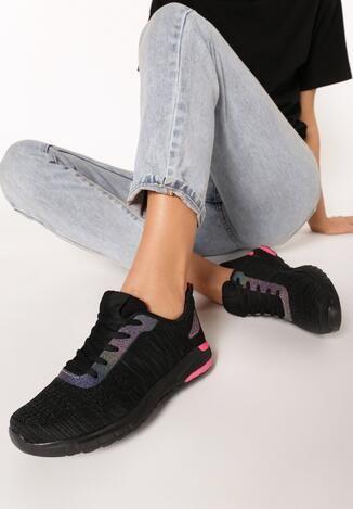 Buty Sportowe Salaseis Na Grubej Podeszwie Ze Wstawka W Tylnej Czesci Cholewka Przed Kostke Ozdobiona Perforacja Broka All Black Sneakers Black Sneaker Black