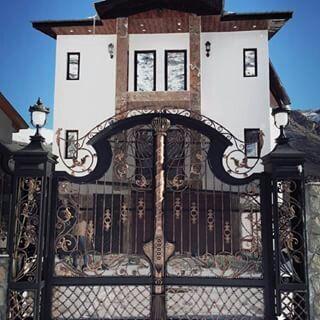 model pintu swing besi tempa klasik mewah dan elegan