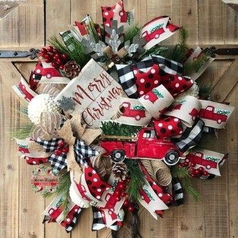 Unique Christmas Wreath Decoration Ideas For Your Front Door 42